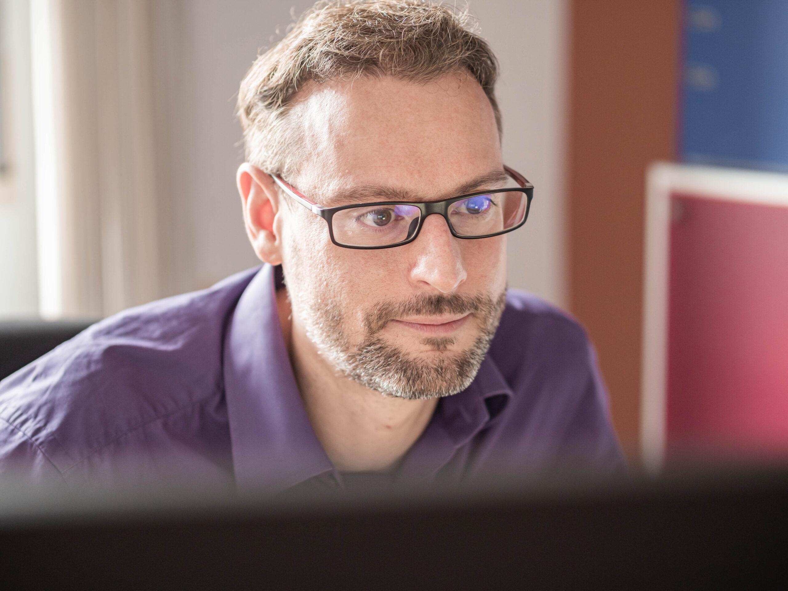 Allan                                                    Zimmermann                                                    - Expert en veille et information technologique / Responsable Informatique